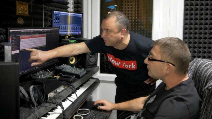 Константин Тетруев и Виктор Павлик в студии звукозаписи STUDIO MASTER