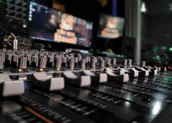 студия звукозаписи киев studio master,запись вокала, обработка вокала,аранжировка,сведение,мастеринг, подарочный сертификат на запись песни,песня в подарок,звукозапись на выезде, выездная студия звукозаписи, монтаж видео,видеомонтаж,слайд шоу,портфолио,цены и услуги студии звукозаписи, наши контакты,кубейс уроки, обучение кубейс, школа кубейс,константин тетруев автор – исполнитель